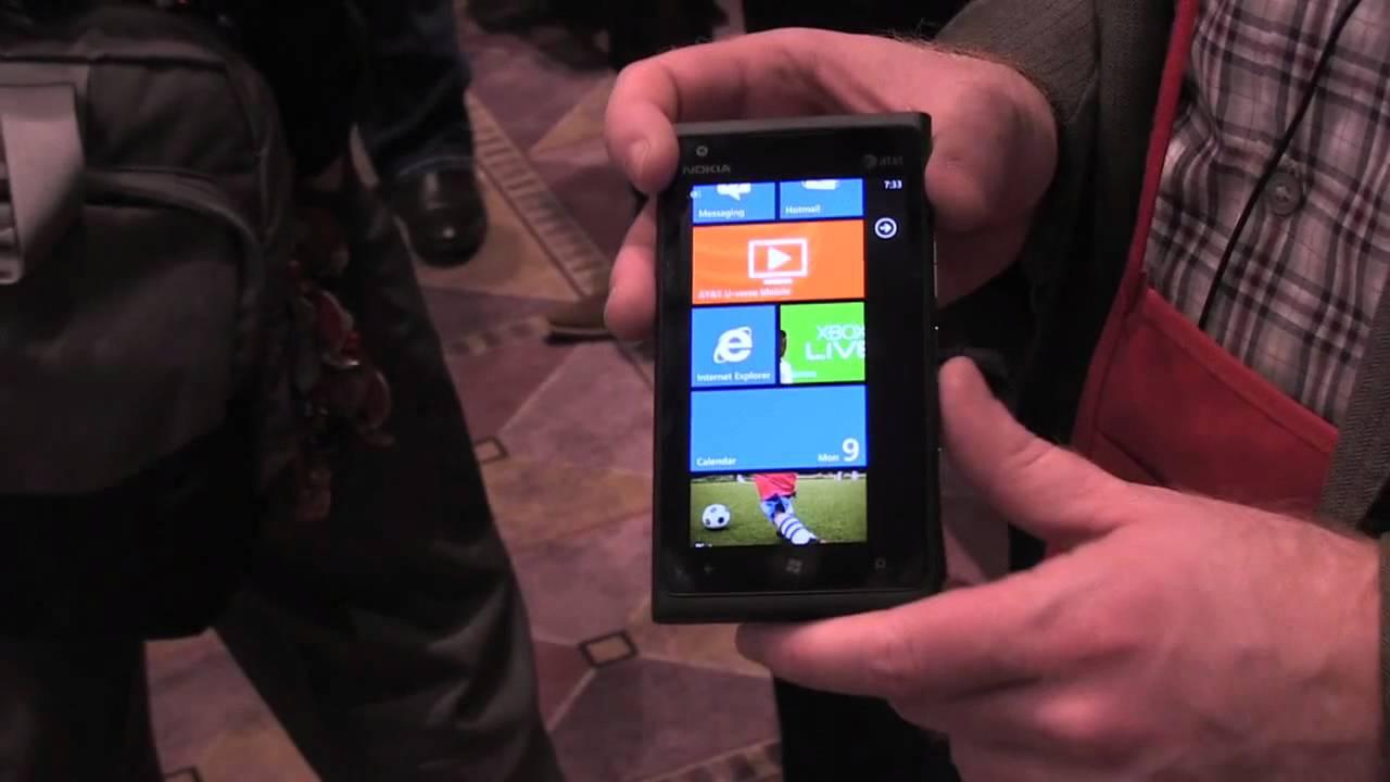 Nokia Lumia 900 hands-on preview thumbnail