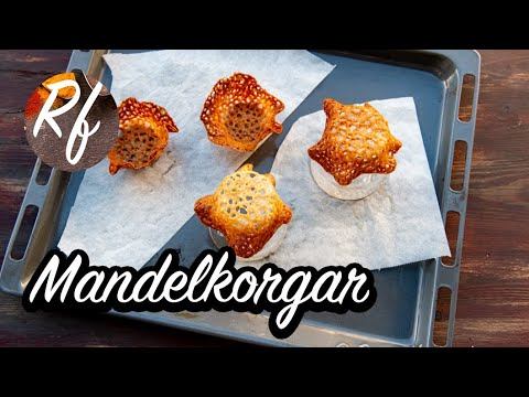 Mandelkorgar är mandelflarn som formats till korgar. Mandelformarna är goda att fylla till lyxig dessert med glass, sorbet, vispad grädde och sylt som jordgubbssylt.>