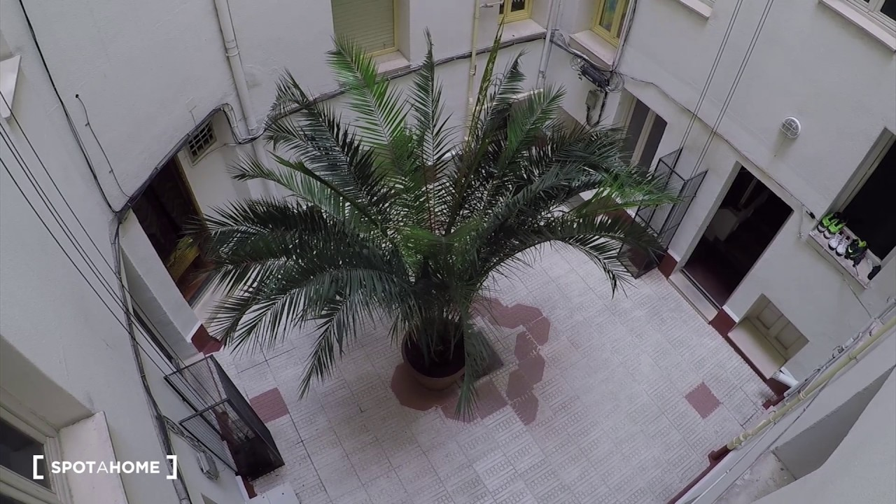 Rooms for rent in 5-bedroom shared apartment, Moncloa