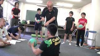 【股関節・体幹・腕の強化に!】メディシンボールで筋トレ