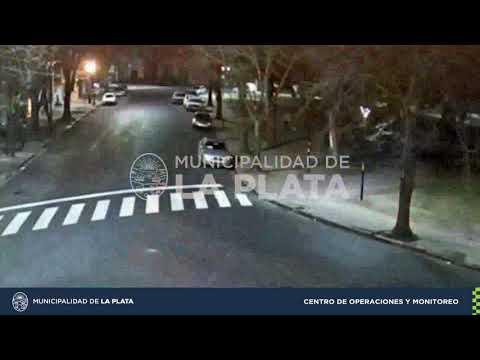 Buscan a un conductor que chocó al auto de un jubilado