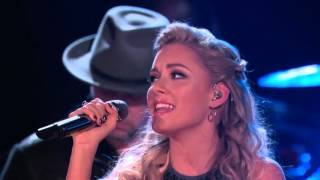 2015 Emily Ann Roberts and Blake Shelton  Islands in the Stream