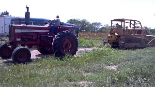 IH 1256 Vs Caterpillar D7