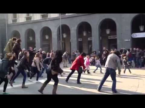 "Flash Mob ""cortisonico"" in Piazza Monte Grappa"