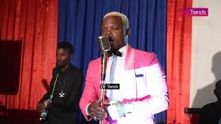 """Kidogo Machozi Yammwagike HARMONIZE Alivyoperform """"Never Give Up"""" Mbele Ya Mama Yake"""