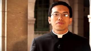 """Dennis: """"A los sacerdotes nos sostiene vuestra oración"""""""