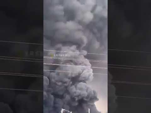 איראן: פצועים בשריפת ענק במפעל כימי • צפו