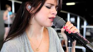 Selena Gomez & the Scene - We Own The Night : Middle of Nowhere (Vidéo clip)