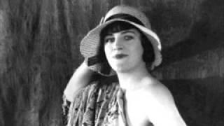 Gracie Fields - In The Chapel In The Moonlight 1936