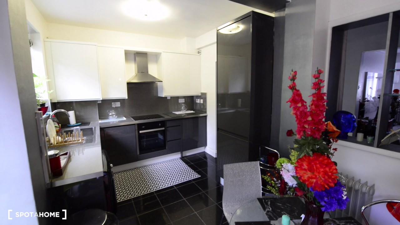 Self-contained flat to rent in house in Lewisham