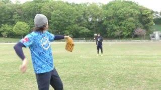 硬式球横浜高校に推薦入学の強肩捕手と90m遠投してみた