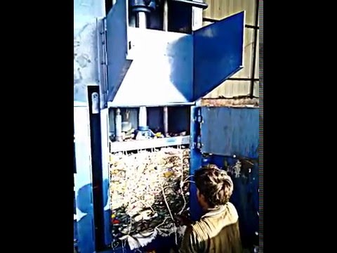 Vertical Type PET Bottle Baling Machine