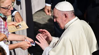video: Watch: Pope Francis seen urging worshippers to social distance at Vatican