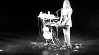 JUANA MOLINA - Insensible (vivo Ciudad de las Artes)