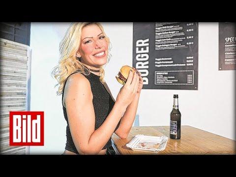 Playboy: Sexy Studentin steht auf Burger und Bier