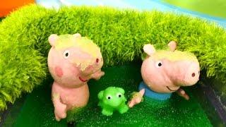 Плюшевые игрушки - Свинка Пеппа и Джордж купаются в болоте