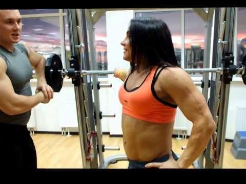 Budowanie mięśni ćwiczenia z hantlami
