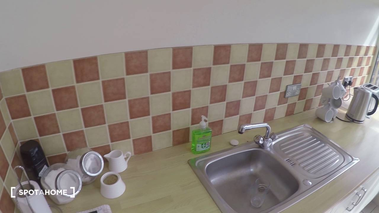 Rooms to rent for students in cosy, convenient 3-bedroom house with garden in pleasant Tallaght area