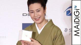 名取裕子、「万年筆が最も似合う著名人」に「万年筆ベストコーディネイト賞2016」授賞式