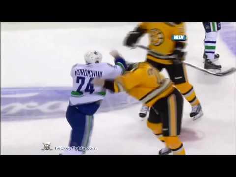 Shawn Thornton vs. Darcy Hordichuk