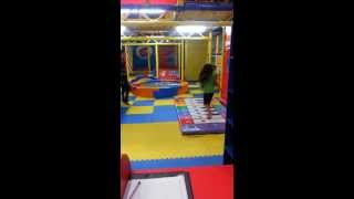 preview picture of video 'Climbing and Playing at Viviana Mall, Thane'