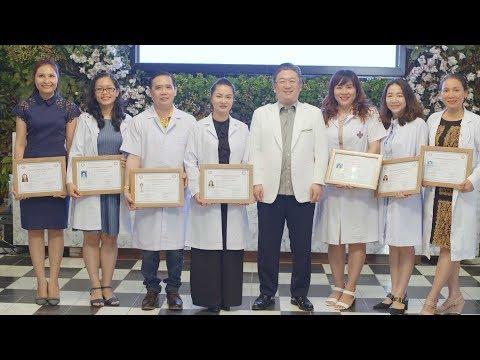 GS.BS Kwon Han-jin trao bằng CME cho bác sỹ tại Việt Nam