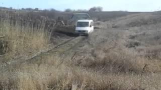MB sprinter переезжает ручей