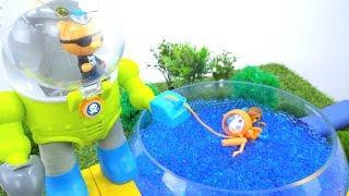 Игрушки из мультфильмов -  Октонафты в бассейне Орбиз