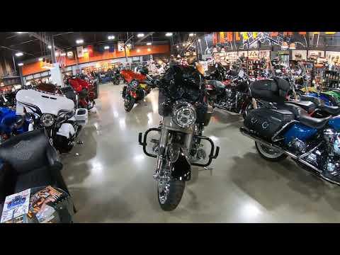 2014 Harley-Davidson CVO Road King FLHRSE