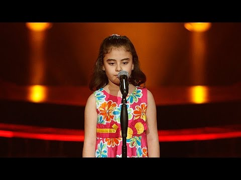 Følelsesladd da gråtende jente sang for fred i Syria