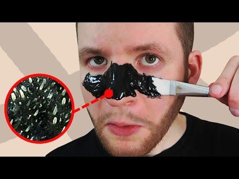 Le masque pour la personne enlevant la desquamation