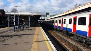 preview picture of video 'New district line stock entering upminster'