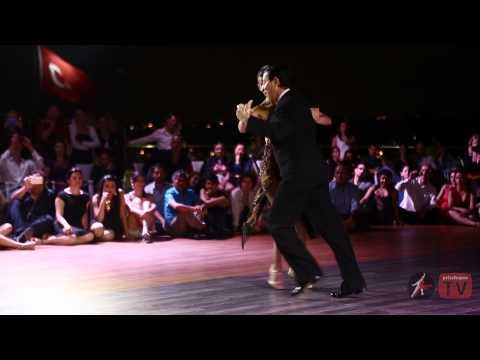 Deléitate Con La Destreza De Esta Pareja de Tango