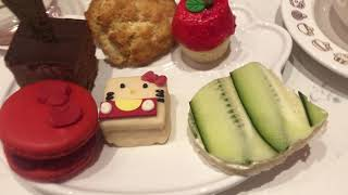 HELLO KITTY CAFE BOW ROOM TEA TIME WITH THEHOLLYCOPTER