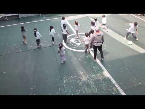 Clase de Educación física Kinder
