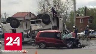 В Кургане иномарка опрокинула пассажирский автобус, пострадали 9 человек