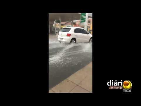 Chuva alaga cidade do Sertão paraíbano: