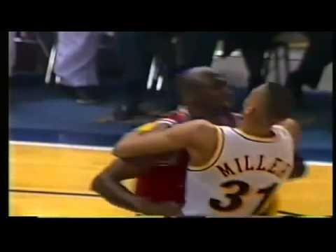 MICHAEL JORDAN  Fight W  Reggie Miller 1993 Bulls @ Pacers