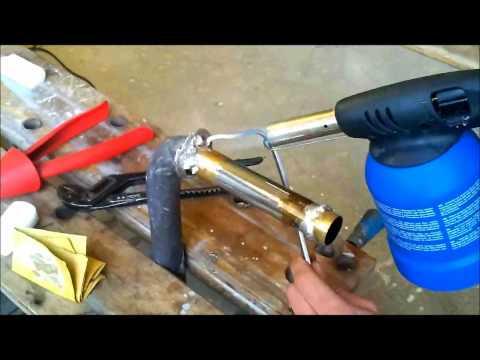Idraulica - Saldare i terminali degli scarichi a piombo con lo stagno