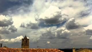 Nubes en una tarde agosto