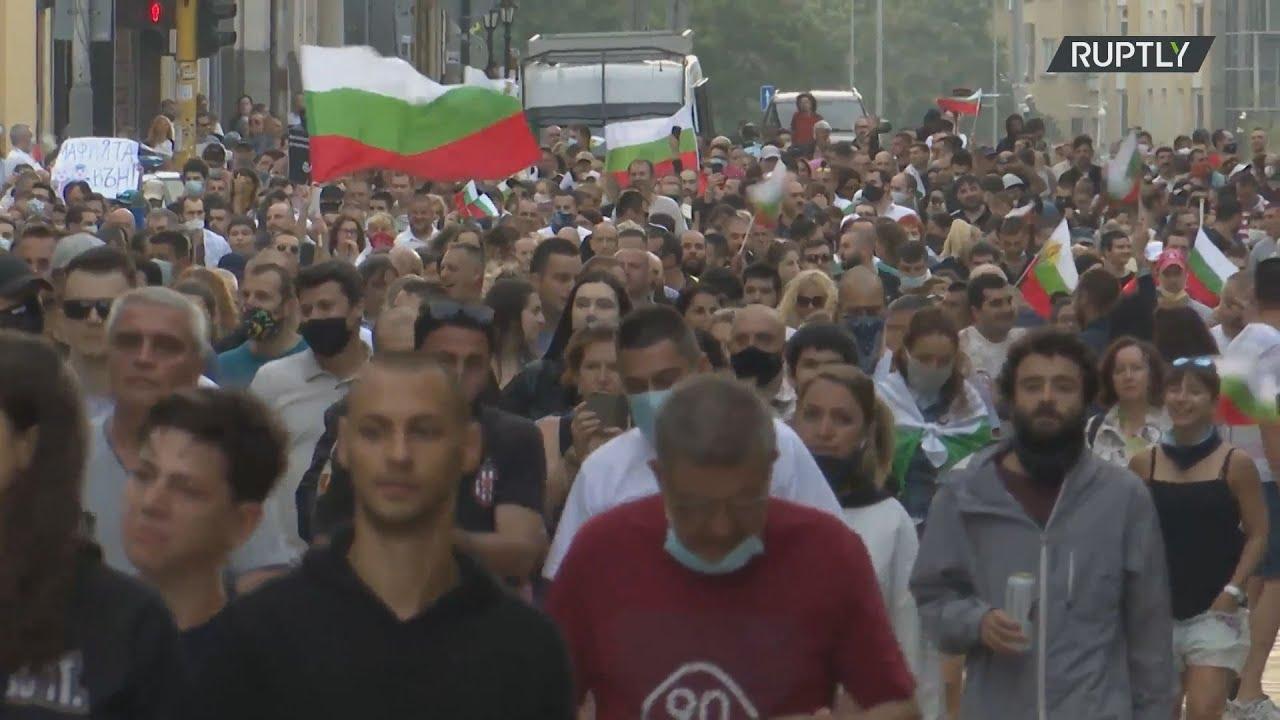 Βουλγαρία: Χιλιάδες πολίτες ζητούν από την την κυβέρνηση να παραιτηθεί σε πορεία στη Σόφια