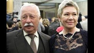 Сколько лет молодой жене Якубовича? Оказывается, они живут в разных домах