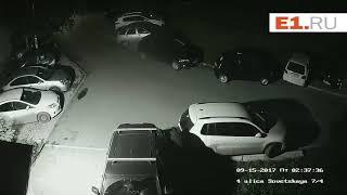 Под покровом ночи облил Porsche кислотой