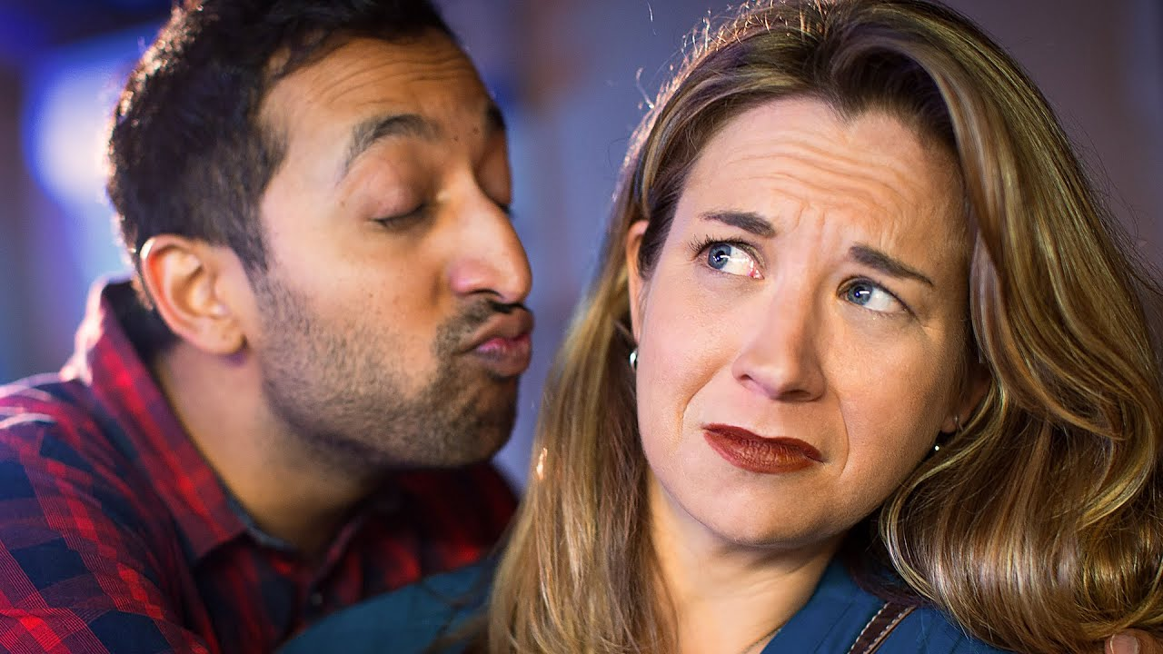 21 Signs Your Date Isn't Going Well thumbnail