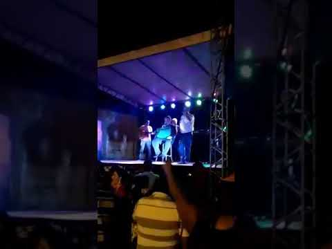 Aparecida do Rio Doce-GO. Cantando no show do amigo Nilton Lamas...