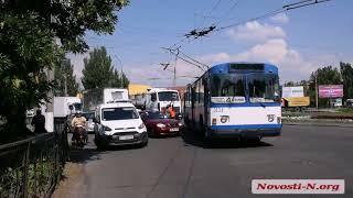 Пробка на Пушкинском кольце из-за аварии и слетевшей штанги троллейбуса
