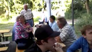 preview picture of video 'video 2012 08 25 17 44 09 tm   Die Senioren singen und spielen ein Lied auf dem Gemeindeausflug'