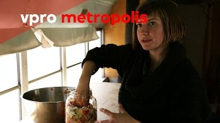 Fermentation party in a bus in the United States - vpro Metropolis