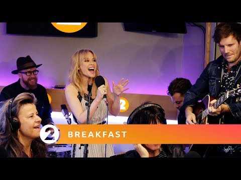 Kylie – Islands in The Stream (Dolly Parton cover, Radio 2 Breakfast Show session)