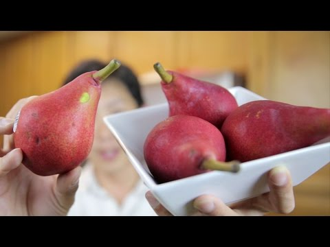 Video Red Pears Taste Test and Juicing | BeatTheBush